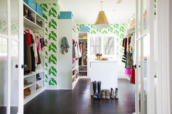 closet-tropical-com-papel-de-parede-de-palmeiras