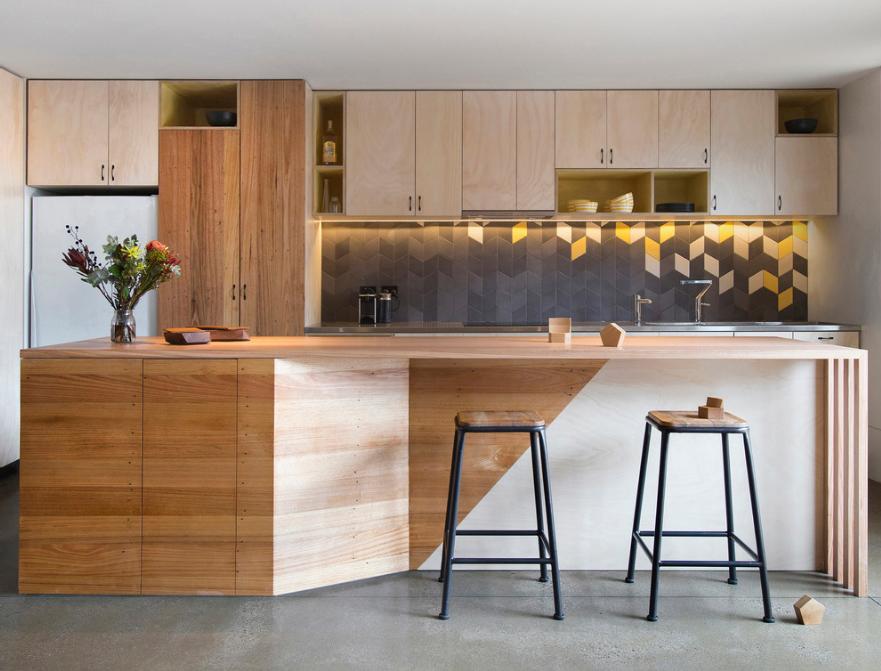 cozinha-com-azulejos-retangulares-formando-flechas-breathe-architecture