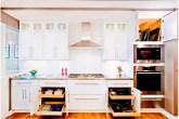 cozinha-com-gavetas-de-rodizios-CR Cabinetry Kitchen & Bath Design Studio