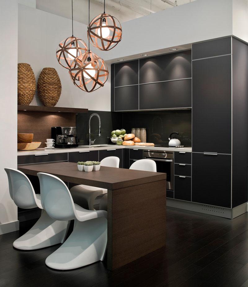 cozinha-contemporânea-com-branco-preto-e-madeira-geladeira-integrada