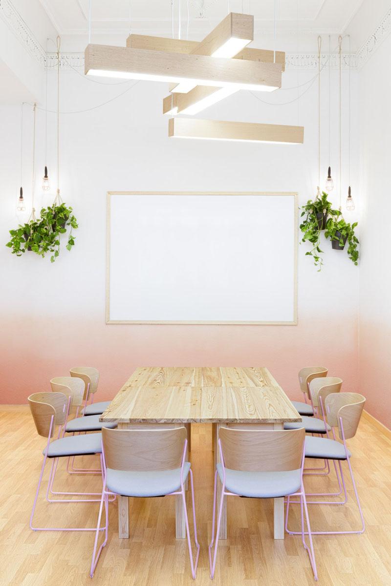 sala-de-jantar-com-parede-em-degrade-pastel