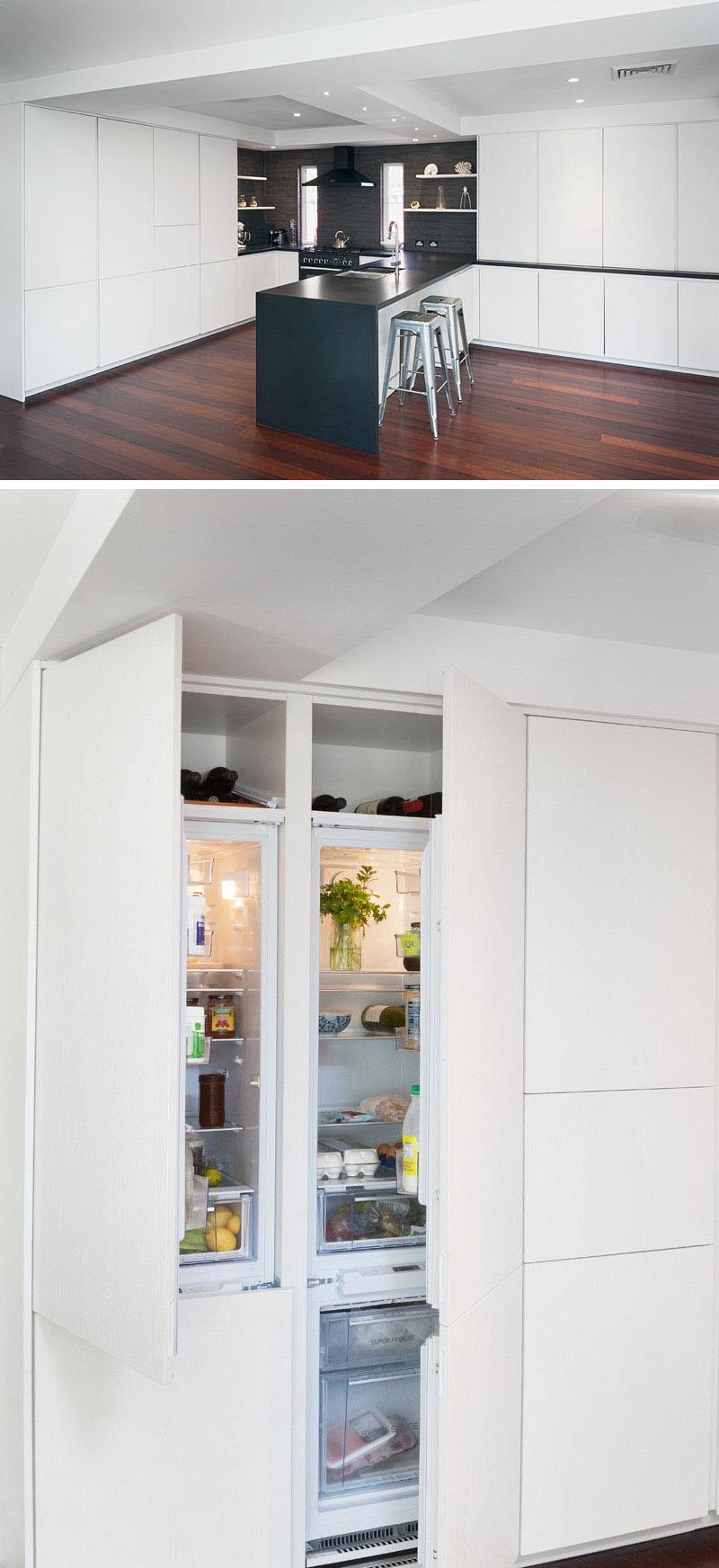 cozinha-branca-minimalista-com-eletrodomésticos-integrados