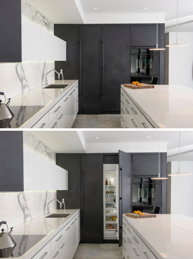 cozinha-com-armário-preto-fosco-esconde-geladeira-integrada