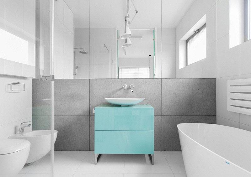 banheiro-cinza-com-gabinete-azul-pastel