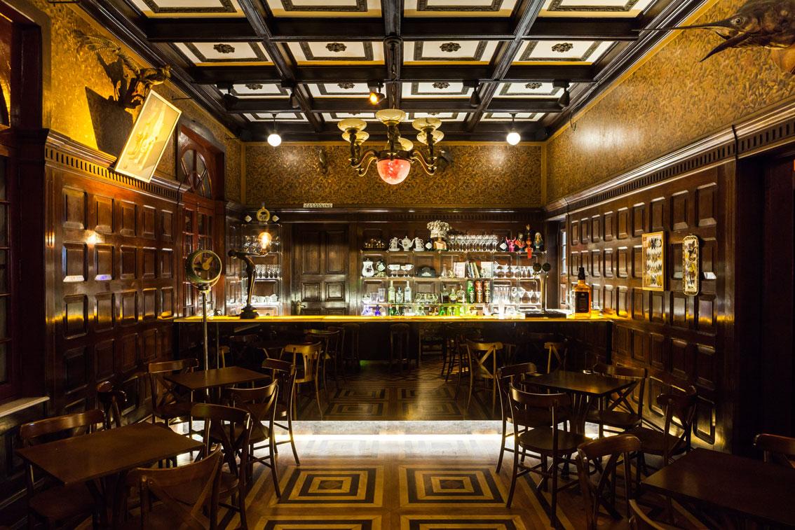 4-bar-no-centro-possui-inspiração-germânica-chinesa-e-art-déco
