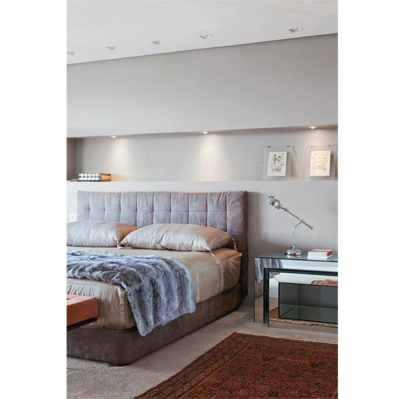 erro-06-exemplo-bom-quarto-iluminado-spots-e-luz-de-mesa