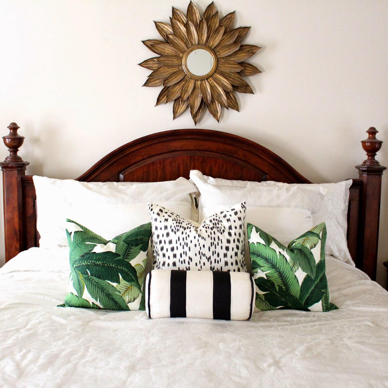 quarto-com-almofadas-estampadas-palmeiras