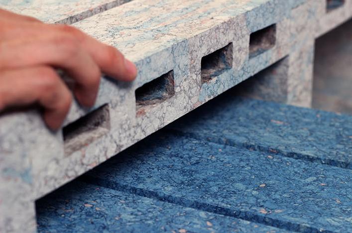 Papéis reciclados na construção de bancos e tijolos
