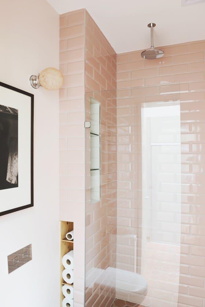 subway-tiles-rosa-no-boxe-do-banheiro-hearth-studio