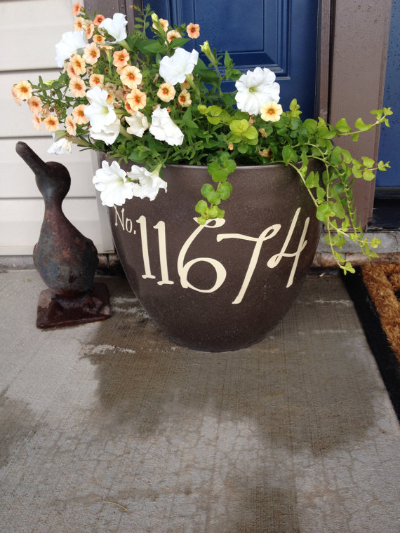 vaso-de-flores-com-número-da-casa-em-vinil