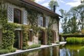 00-jardim-de-casa-bicentenaria-na-suica-ganha-curvas-modernas