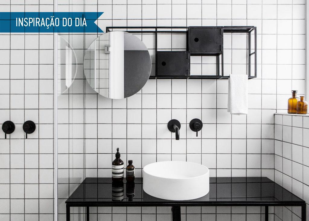 01-banheiro-preto-e-branco-com-espelheira-original