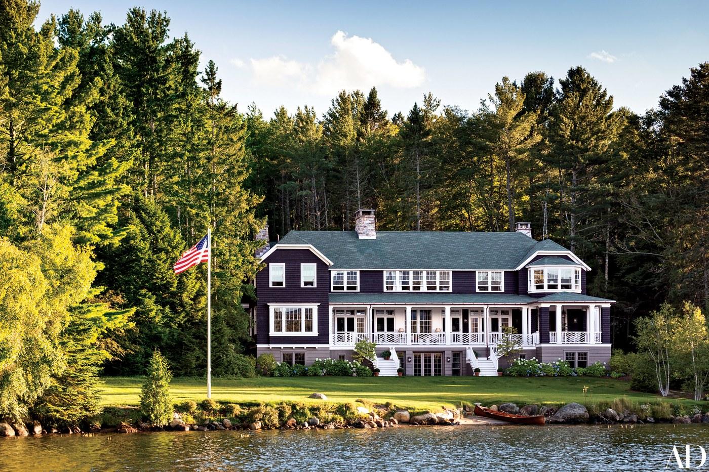 01-casa-a-beira-do-lago-e-construida-em-estilo-tradicional-da-regiao