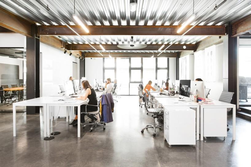 01-escritorio-em-seattle-se-divide-entre-espacos-de-trabalho-e-de-lazer