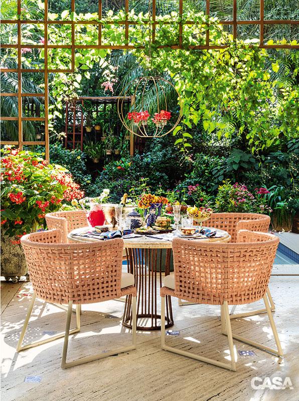 01-jardim-romantico-e-resultado-de-boa-combinacao-de-plantas-e-cores
