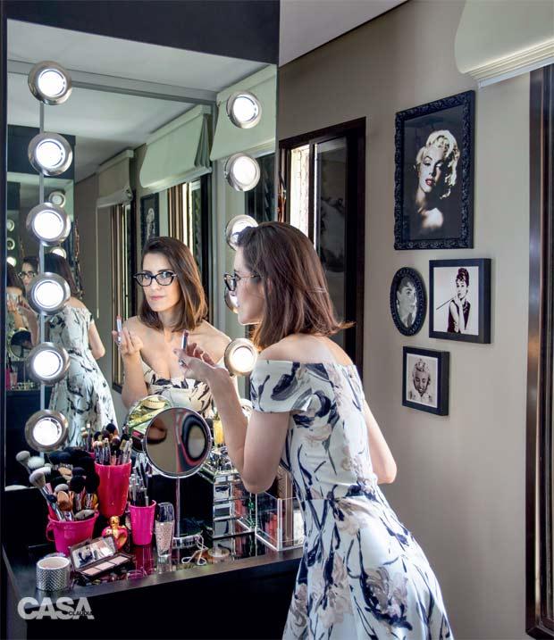 01-neste-quarto-a-penteadeira-e-perfeita-para-fazer-maquiagem