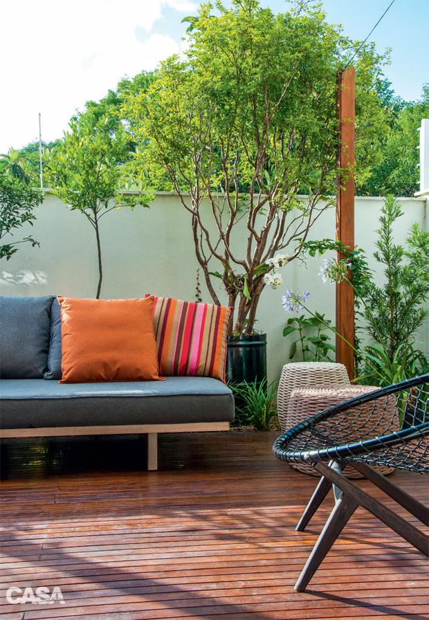 01-quintal-em-porto-alegre-tem-jardim-horta-e-espaco-para-criancas