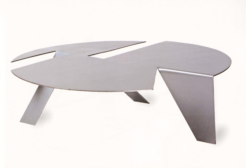 01-Ruy,-Ohtake,-Mesa-Origami-Circular,-Chapa-de-aço,-espessura-6mm,-Foto_Ne