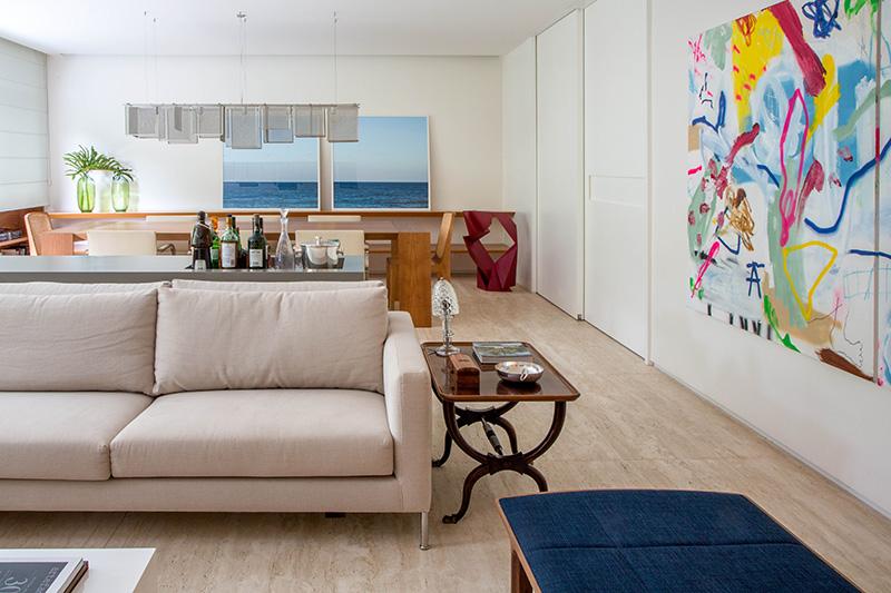 01-tons-neutros-e-pecas-de-design-compoem-o-decor-de-apartamento-no-rio