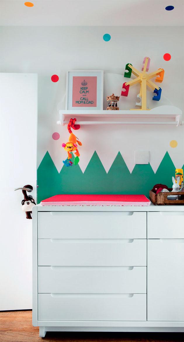 01b-um-quarto-de-bebe-com-bolinhas-que-salpicam-o-ambiente