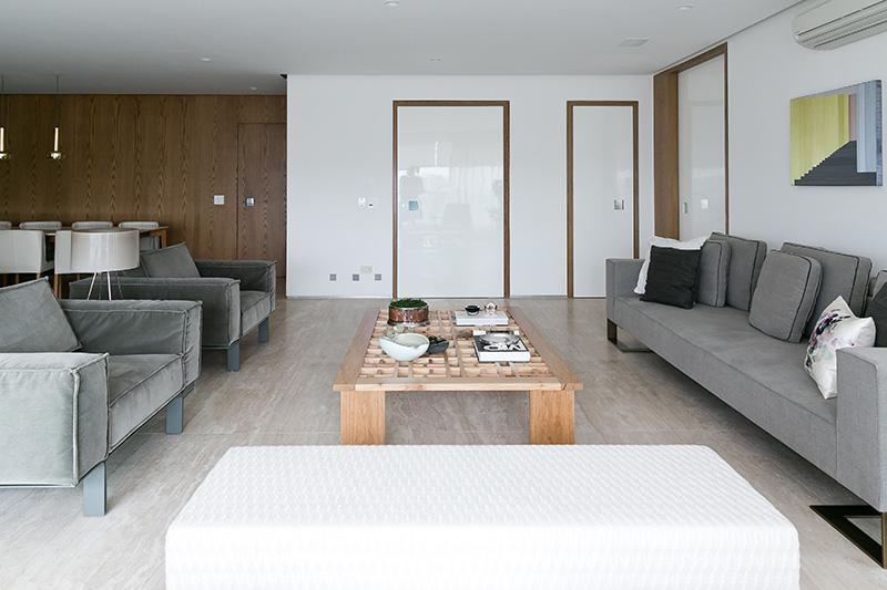 02-apartamento-com-paleta-neutra-e-boas-ideias-de-marcenaria