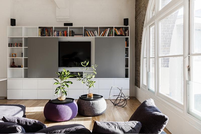 02-apartamento-mescla-estilo-escandinavo-e-industrial-sala-de-estar