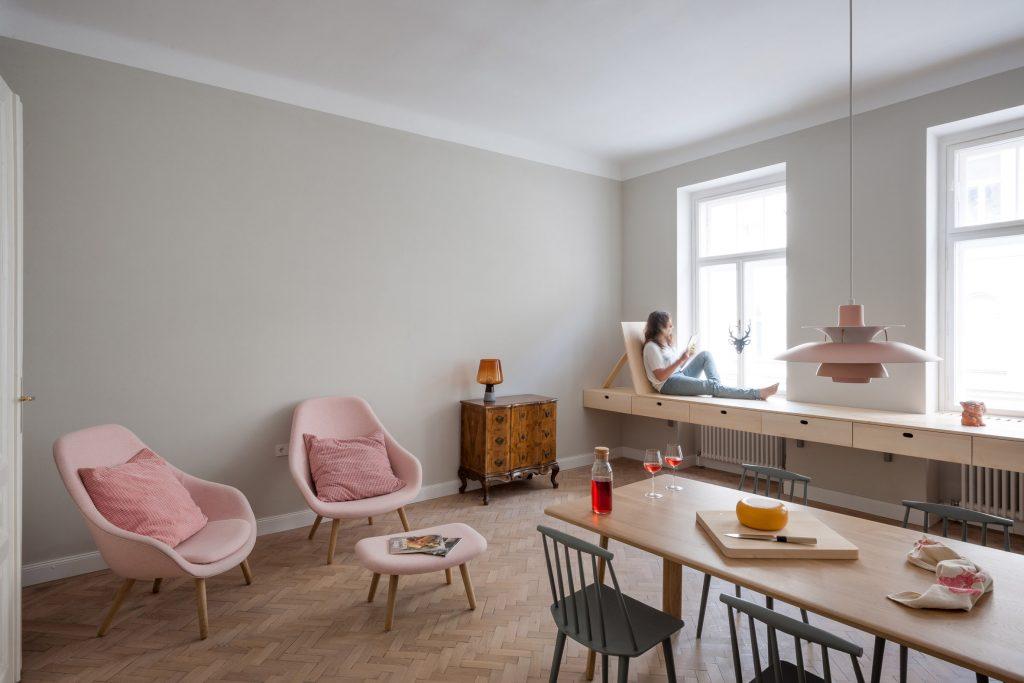 02-cozinha-e-home-office-dividem-o-mesmo-espaco-em-ape-na-austria