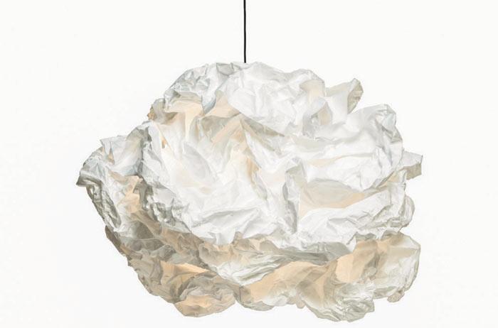 02-esta-luminaria-parece-feita-de-papel-de-amassado