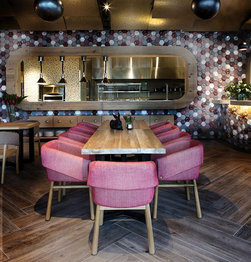02-inspiracao-do-dia-restaurante-com-parede-de-azulejos-3d