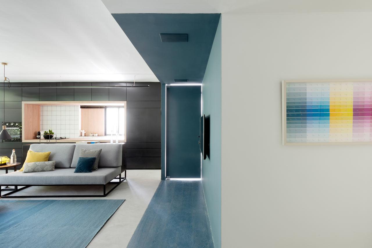02-nichos-coloridos-dao-cara-nova-a-apartamento-em-tel-aviv