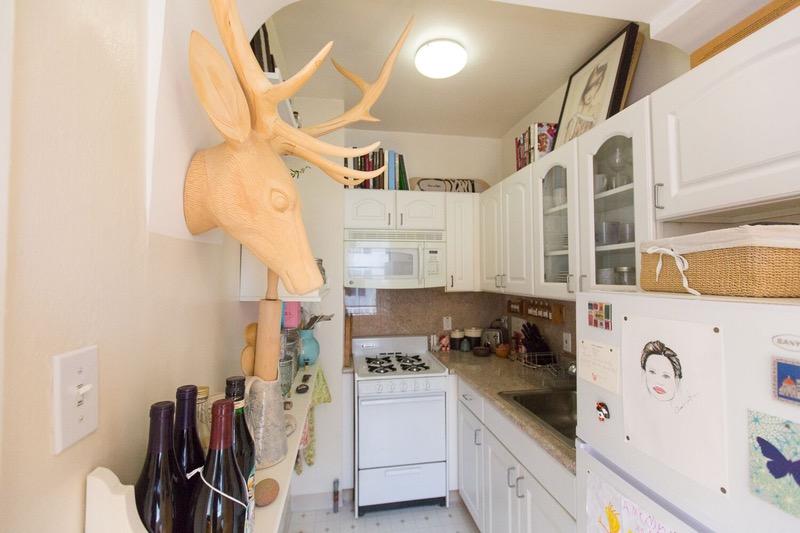 02-truques-para-cozinhas-pequenas-que-este-ambiente-ensina