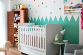 02-um-quarto-de-bebe-com-bolinhas-que-salpicam-o-ambiente