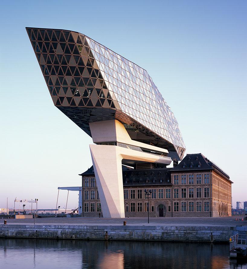 02-zaha-hadid-architects-inaugura-sede-do-porto-de-antwerp-na-belgica