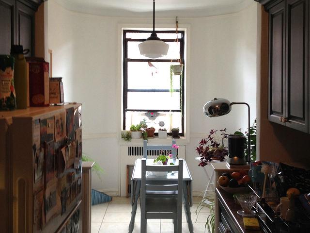 02a-com-reforma-na-cozinha-ape-ganha-espaco-para-mais-um-quarto
