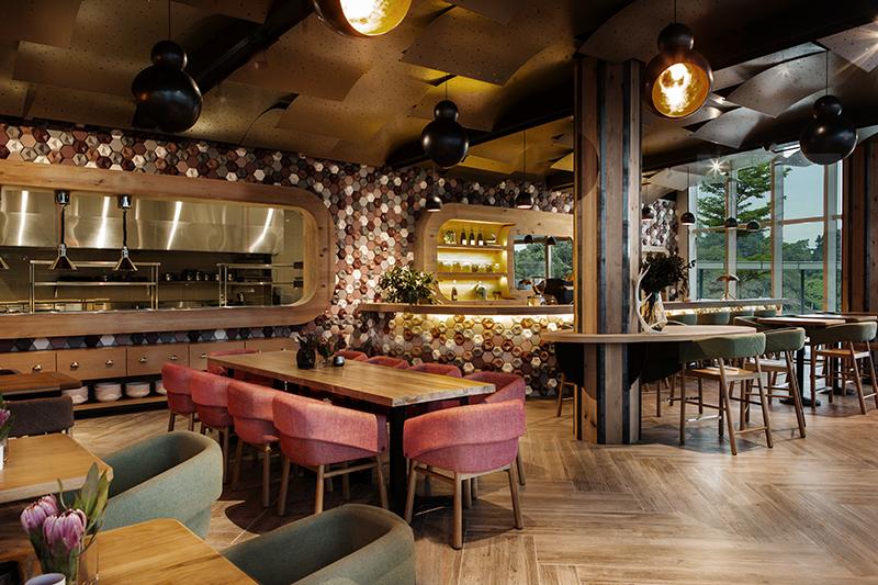 03-inspiracao-do-dia-restaurante-com-parede-de-azulejos-3d