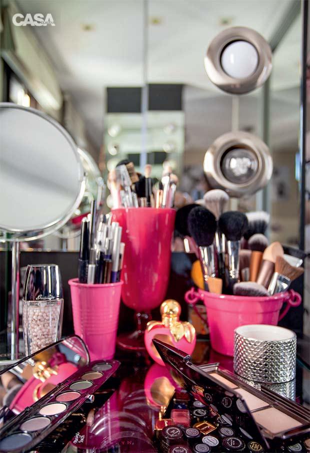 03-neste-quarto-a-penteadeira-e-perfeita-para-fazer-maquiagem