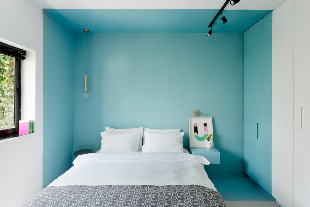 03-nichos-coloridos-dao-cara-nova-a-apartamento-em-tel-aviv
