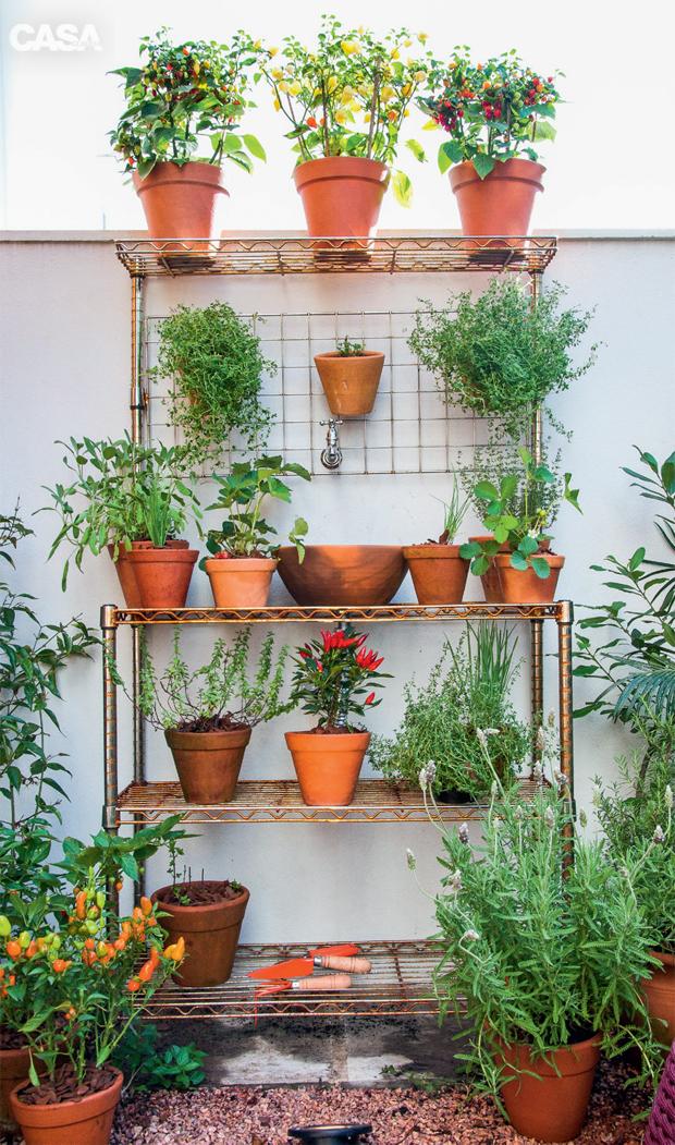 03-quintal-em-porto-alegre-tem-jardim-horta-e-espaco-para-criancas