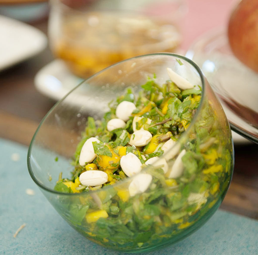 03-Receita-da-mana-bernardes---salada-de-aggrião-com-mangas-e-amendoas