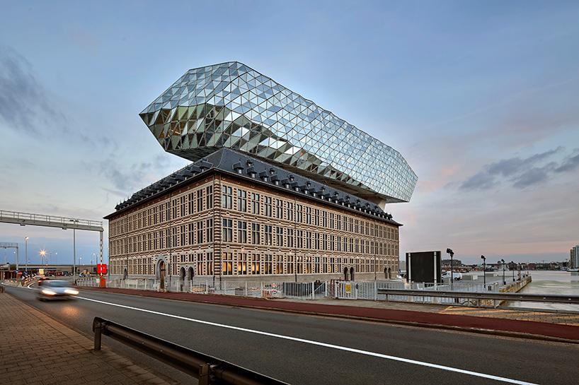 03-zaha-hadid-architects-inaugura-sede-do-porto-de-antwerp-na-belgica