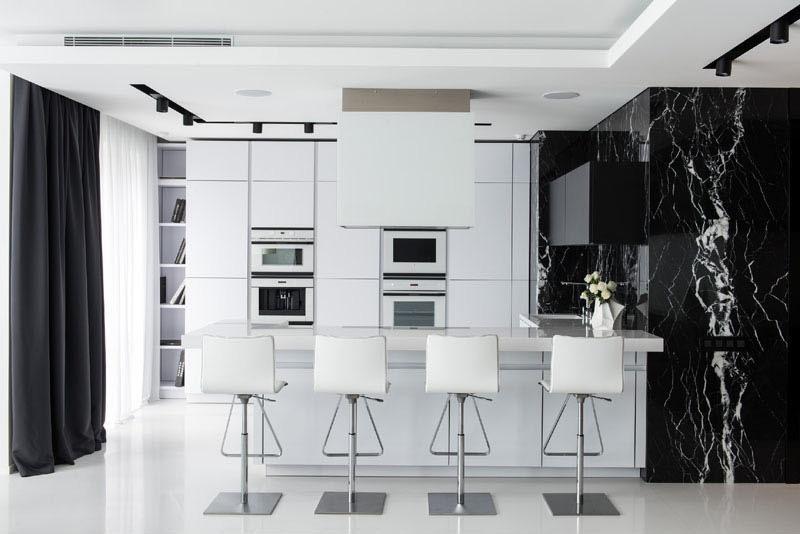 03a-preto-e-branco-dominam-os-interiores-de-apartamento-em-moscou
