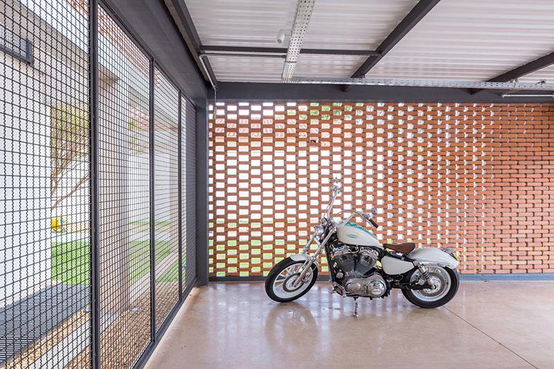 04-arquitetos-criam-grade-de-concreto-para-expandir-casa-em-brasilia