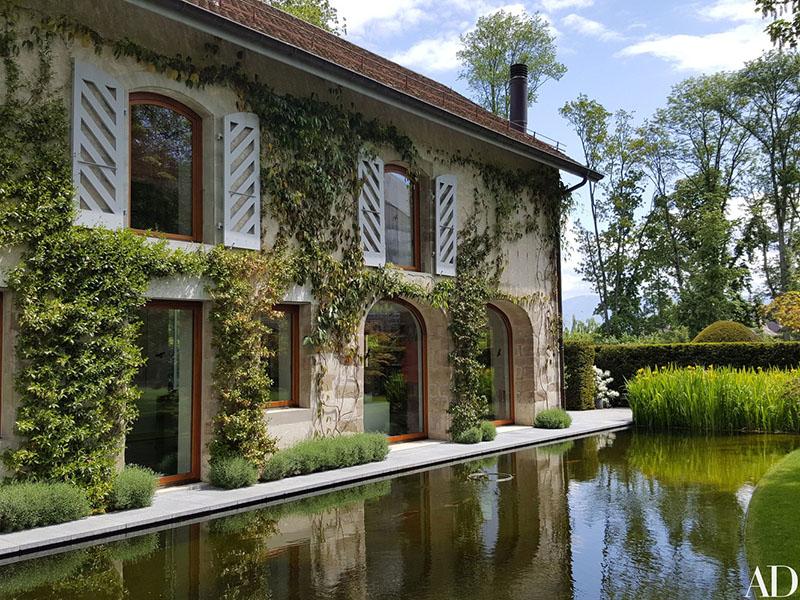 04-jardim-de-casa-bicentenaria-na-suica-ganha-curvas-modernas
