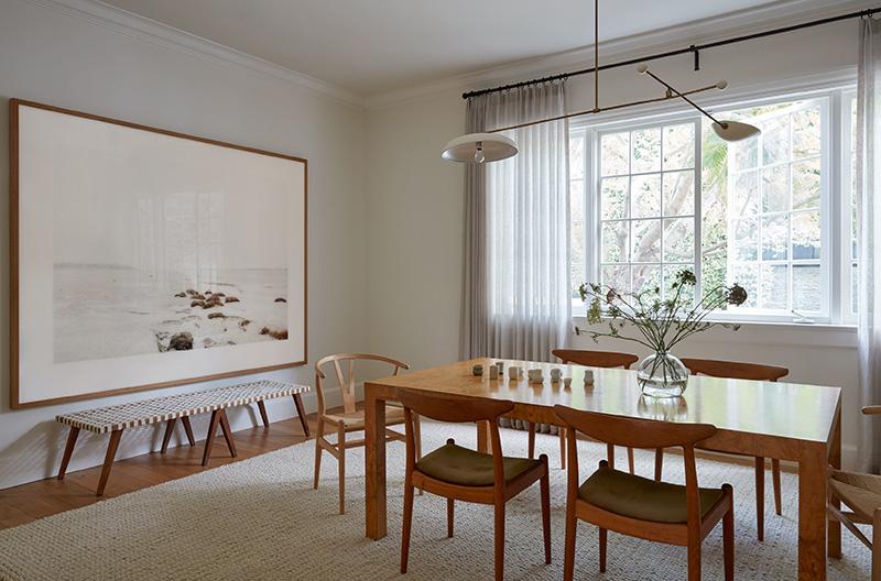 04-visita-guiada-obras-de-arte-direcionam-a-decoracao-neutra-de-casa-de-campo