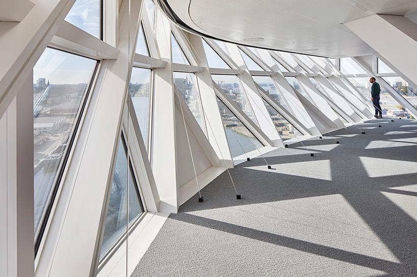 04-zaha-hadid-architects-inaugura-sede-do-porto-de-antwerp-na-belgica