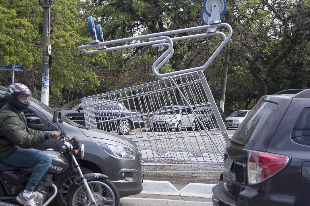 04-intervencao-carrinhos-compras-gigantes-sao-paulo-eduardo-srur