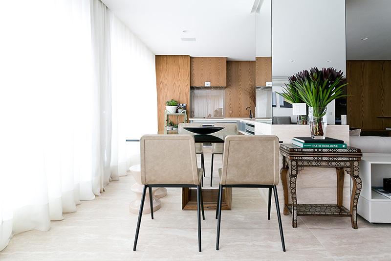04a-apartamento-com-paleta-neutra-e-boas-ideias-de-marcenaria