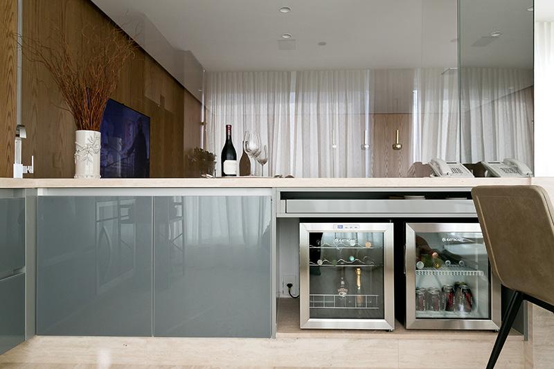 04b-apartamento-com-paleta-neutra-e-boas-ideias-de-marcenaria