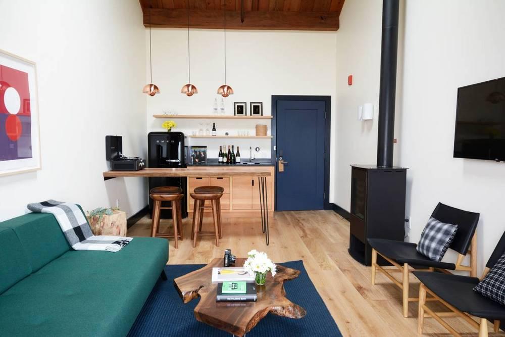 05-timber-cove-novogratz-hotel-california