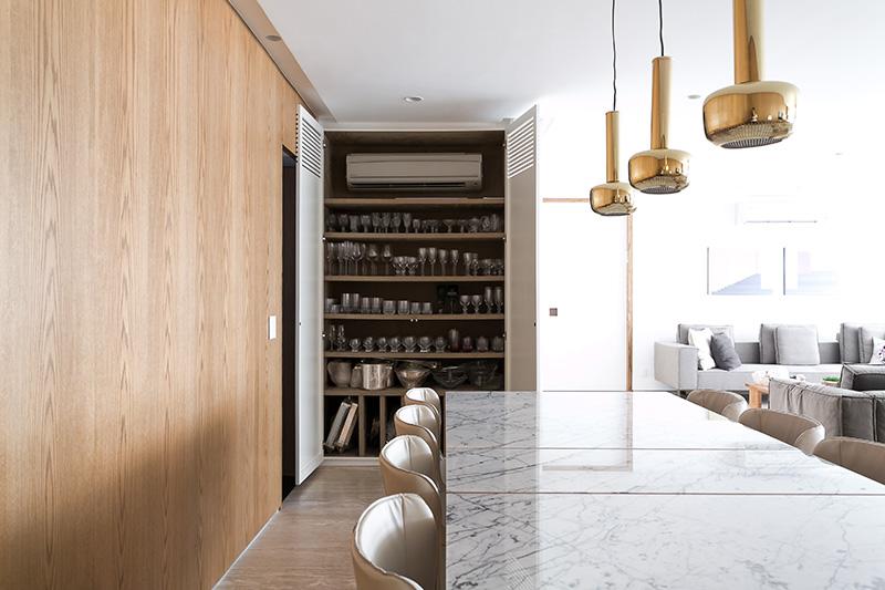 05b-apartamento-com-paleta-neutra-e-boas-ideias-de-marcenaria